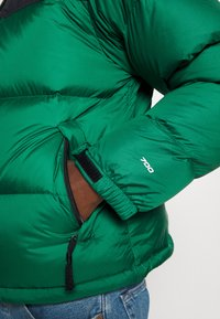 The North Face - 1996 RETRO NUPTSE JACKET - Dunjakke - evergreen - 7