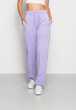 SMALL SIGNATURE PANTS - Tracksuit bottoms - lila