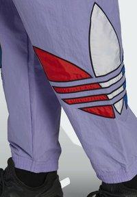 adidas Originals - Träningsbyxor - purple - 4