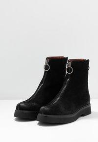 MJUS - Kotníkové boty na platformě - nero/canella - 4
