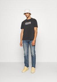 AllSaints - PROUD CREW - Print T-shirt - jet black - 1