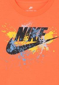 Nike Sportswear - WILD RUN FUTURA  - Print T-shirt - atomic orange - 2