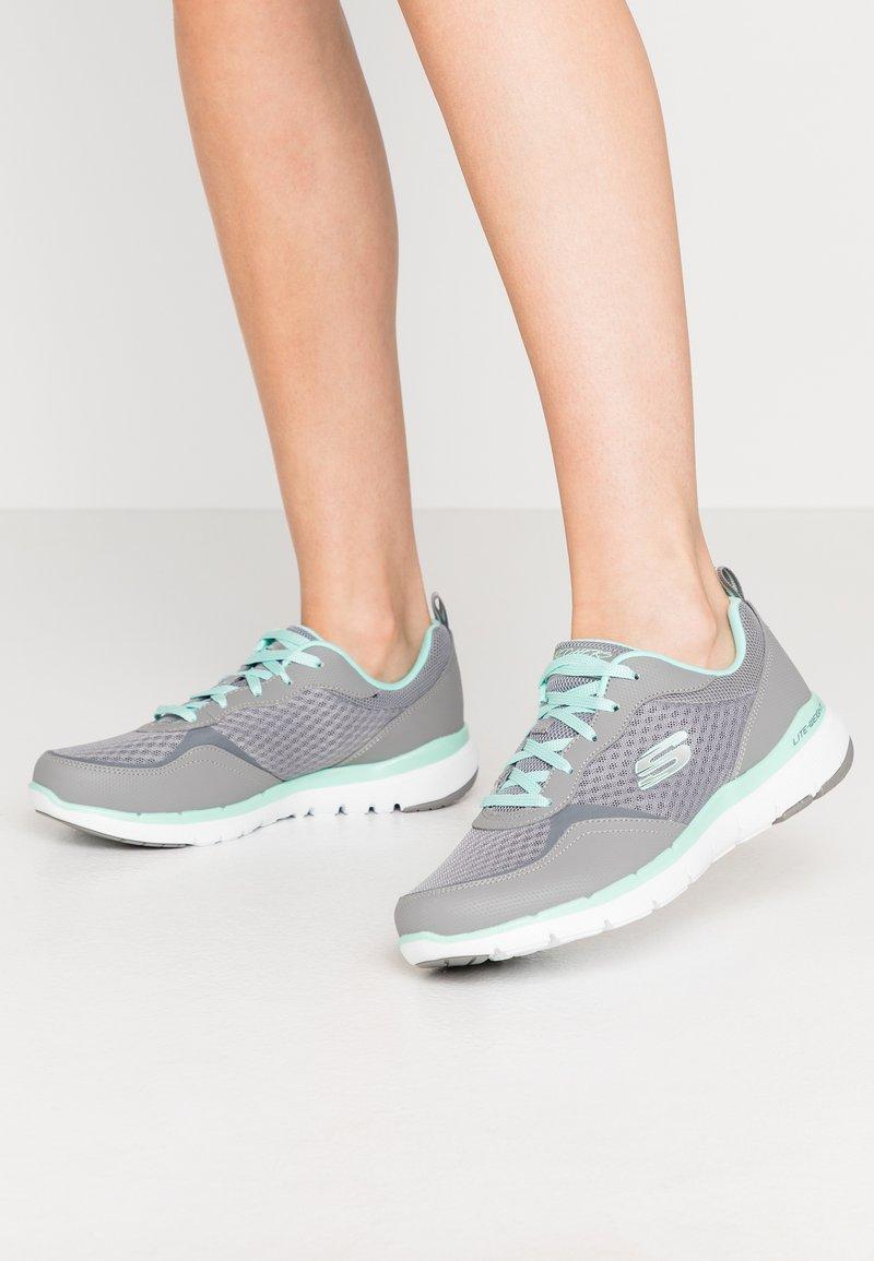 Skechers Wide Fit - FLEX APPEAL 3.0 - Sneakers laag - gray/mint