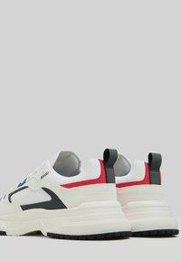 Bershka - Trainers - white - 2