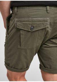 s.Oliver - Shorts - olive - 4