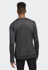 adidas Performance - OWN THE RUN 3-STRIPES CREW SWEATSHIRT - Fleece jumper - grey - 1