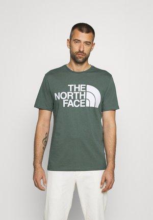 STANDARD TEE - T-shirt imprimé - balsam green