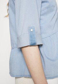 ONLY - ONLCHICAGO  - Blouse - light blue denim - 5