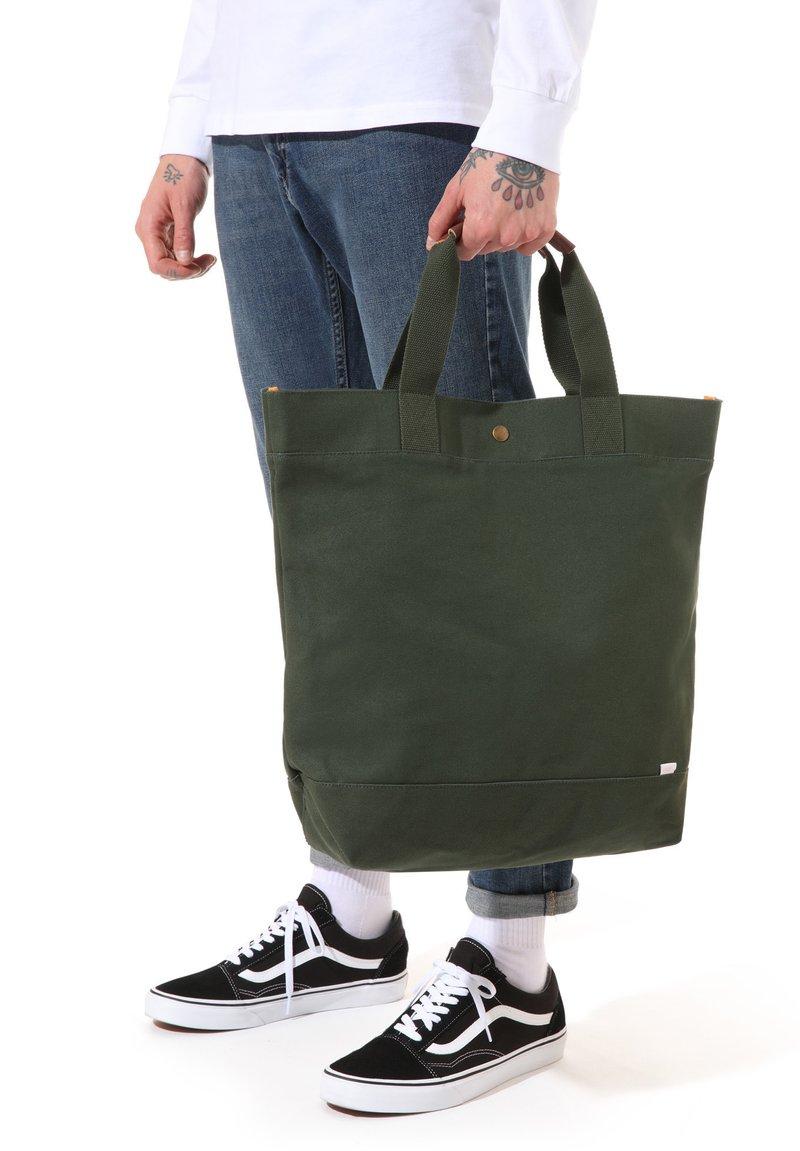 Vans - MN VERDES TOTE - Tote bag - kombu green