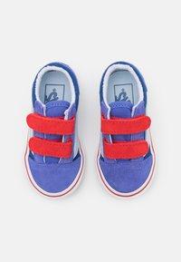 Vans - OLD SKOOL UNISEX - Sneakers - baja blue/high risk red - 3