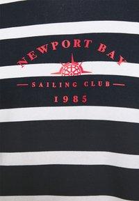 Newport Bay Sailing Club - BOLD HORIZONTAL STRIPE - Sweatshirt - navy/white - 4