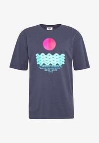 Revival Tee - CALM WATERS - T-shirt z nadrukiem - grey - 3