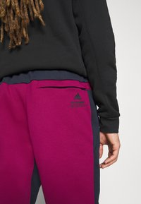 adidas Performance - SPORTSWEAR AEROREADY PANTS - Jogginghose - legend ink/power berry - 3