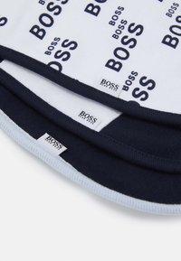 BOSS Kidswear - BIB 3 PACK UNISEX - Bryndák - navy - 4