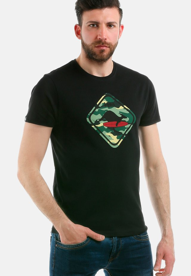 CAMOUFLAGE - T-shirt con stampa - black