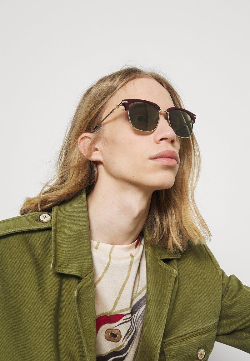 Gucci - UNISEX - Occhiali da sole - burgundy/gold-coloured/green
