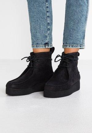 WALLABEE CRAFT - Platform ankle boots - black