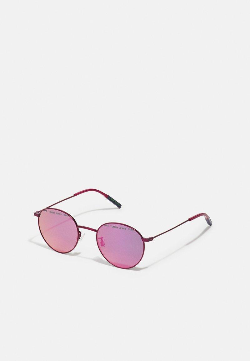 Tommy Jeans - UNISEX - Sluneční brýle - matte fuchsia