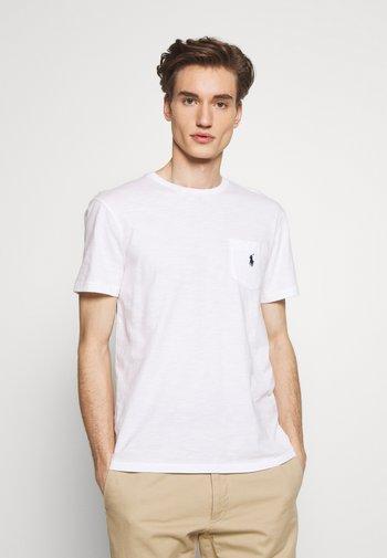 CUSTOM SLIM FIT POCKET T-SHIRT - T-paita - white