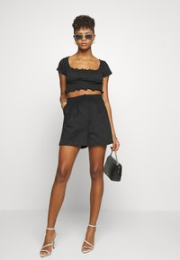 Missguided - SHIRRED CROP 2 PACK - T-shirt basic - red/black - 1