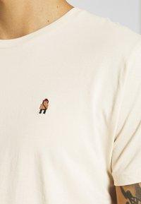 REVOLUTION - REGULAR EMBROIDERED  - Print T-shirt - cream - 5