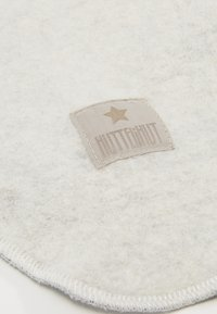Huttelihut - BABY ELEFANT POMPOMS - Beanie - white/white - 2