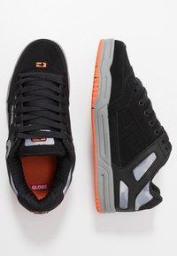 Globe - TILT - Skeittikengät - black/grey/orange - 1