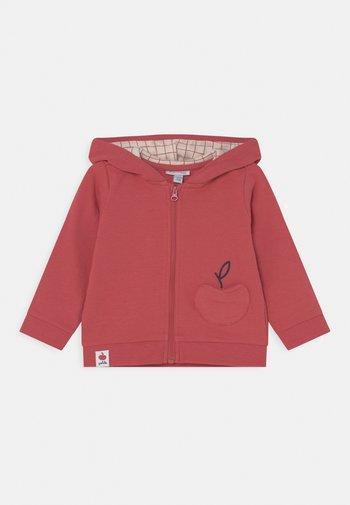 NEWBORN HOOD - Sweater met rits - garnet rose