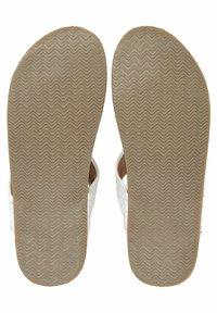 Belmondo - ZEHENTRENNER - T-bar sandals - weiß - 3