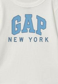 GAP - TODDLER BOY CITY - Maglietta a manica lunga - new off-white - 2