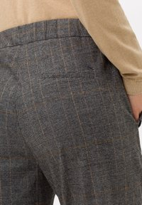 BRAX - STYLE MAREEN S - Trousers - grey - 4