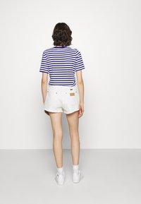 Wrangler - FESTIVAL  - Szorty jeansowe - white sand - 2