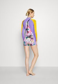 Sweaty Betty - SURF SHORT WETSUIT - Wetsuit - pink/coral - 2