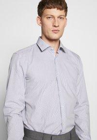 HUGO - KOEY SLIM FIT - Formal shirt - navy - 5