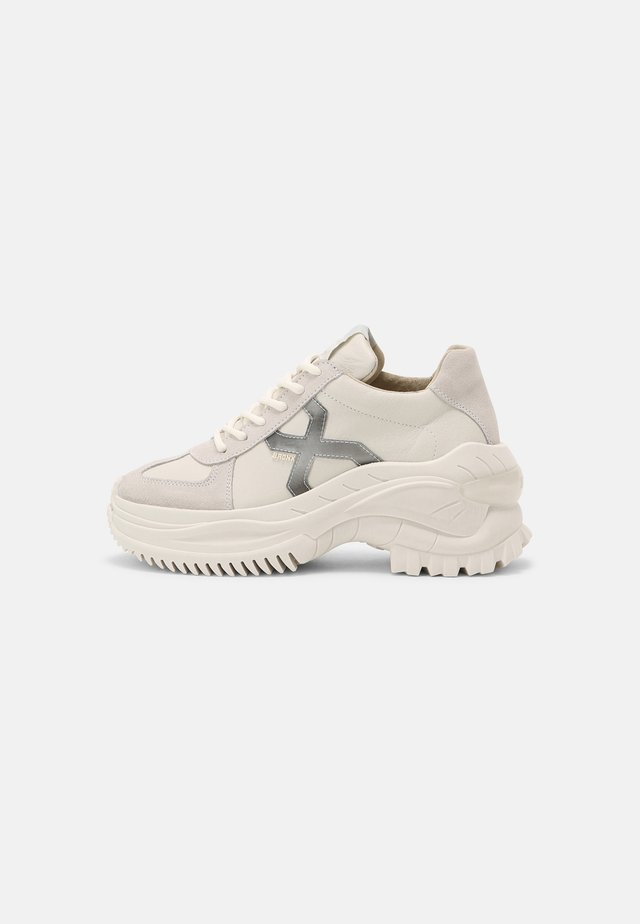 CHAINY - Sneakers laag - off white