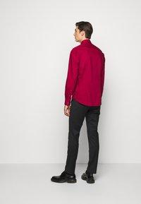 Michael Kors - POPLIN SLIM - Shirt - rumba red - 2