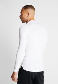 Nike Performance - PRO TIGHT MOCK - Funktionsshirt - white/black - 2