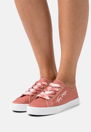 ESSENTIAL GRADIENT - Sneakers basse - mineralize
