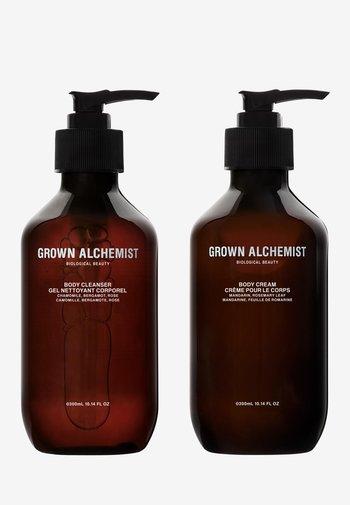 REFRESH & REJUVENATE BODY CARE BC + BCREAM TWINSET  - Bath and body set - -