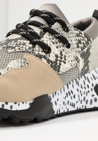 Steve Madden - CLIFF - Trainers - natural - 2