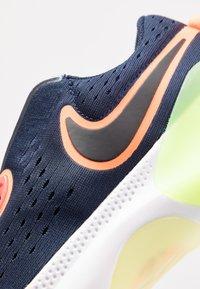 Nike Performance - JOYRIDE  - Juoksukenkä/neutraalit - midnight navy/black/hyper crimson/laser crimson-barely volt-diffused blue - 5