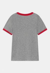 Levi's® - GRAPHIC RINGER UNISEX - T-shirt print - grey heather - 1