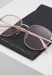 QUAY AUSTRALIA - JEZABELL BLUE LIGHT - Sluneční brýle - pink/light pink - 2
