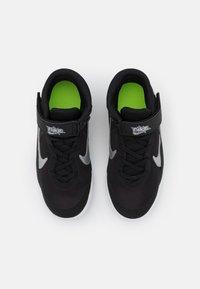Nike Performance - TEAM HUSTLE D 10 FLYEASE UNISEX - Koripallokengät - black/metallic silver/volt/white - 3
