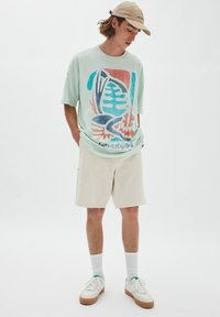 PULL&BEAR - NATURAL VIBES - Print T-shirt - light blue - 1