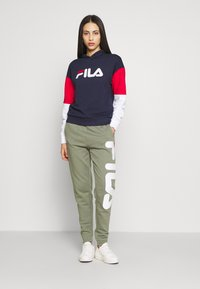 Fila Tall - BARRET CROPPED HOODY - Hoodie - dark blue - 1