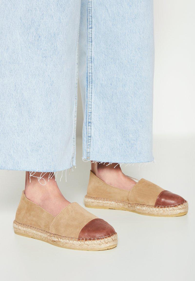 Pavement - NANNA - Loafers - mole/brown