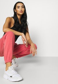 BDG Urban Outfitters - PANT - Tracksuit bottoms - washed red - 3