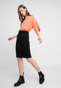 Monki - CISSI TEE  - T-shirts - orange - 1