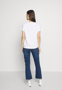 Levi's® - THE PERFECT TEE - T-Shirt print - floral filled batwing white - 2
